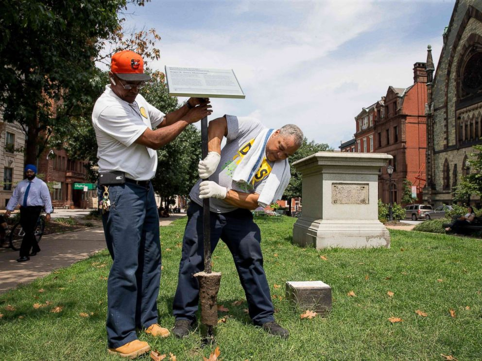 PHOTO: City workers remove the detail sign at the former Roger B. Taney monument in Mount Vernon Place in Baltimore, after it was removed by the city on Aug. 16, 2017.