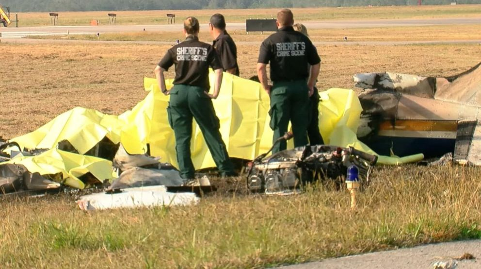 PHOTO: Several deaths occurred after a twin-engine plane crashed at an airport in Bartow, Fla., on Dec. 24, 2017.