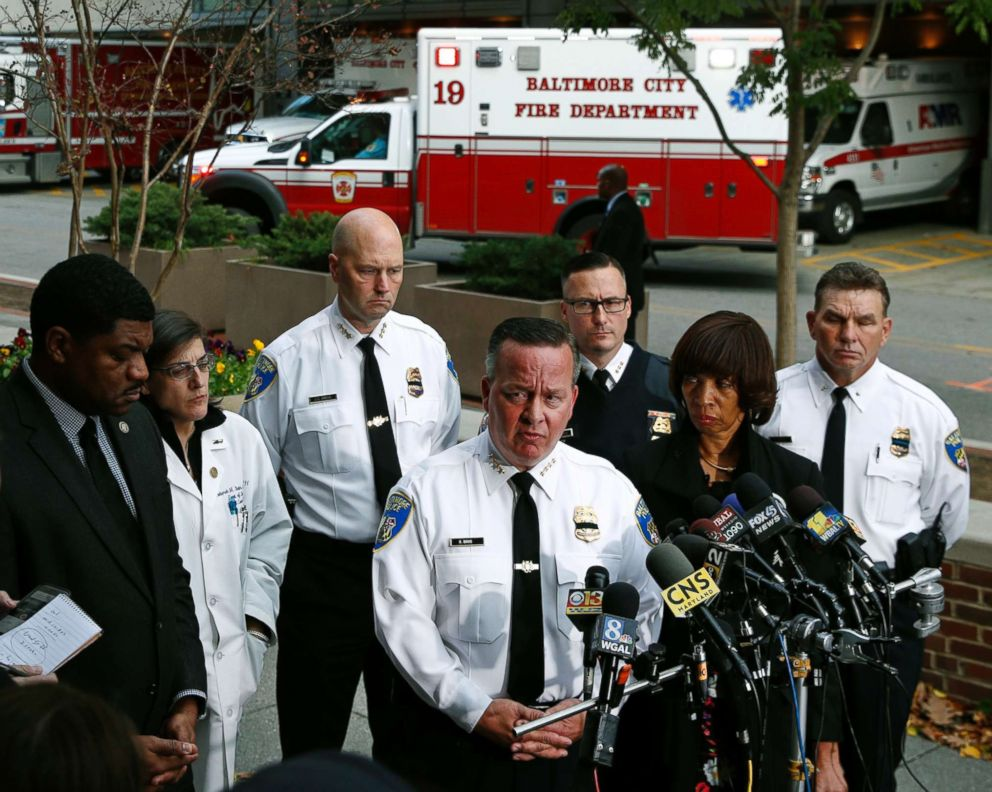 PHOTO:Baltimore Police Department Commissioner Kevin Davis, third from right, speaks alongside Mayor Catherine Pugh at a news conference outside the R Adams Cowley Shock Trauma Center in Baltimore, Nov.16, 2017, to announce the death of Det. Sean Suiter.