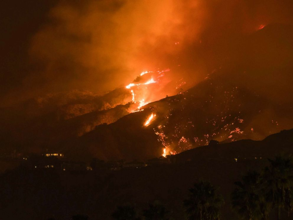 PHOTO: The La Tuna Canyon fire burns in the hills above Burbank, Calif., early Sept. 2, 2017. <p itemprop=