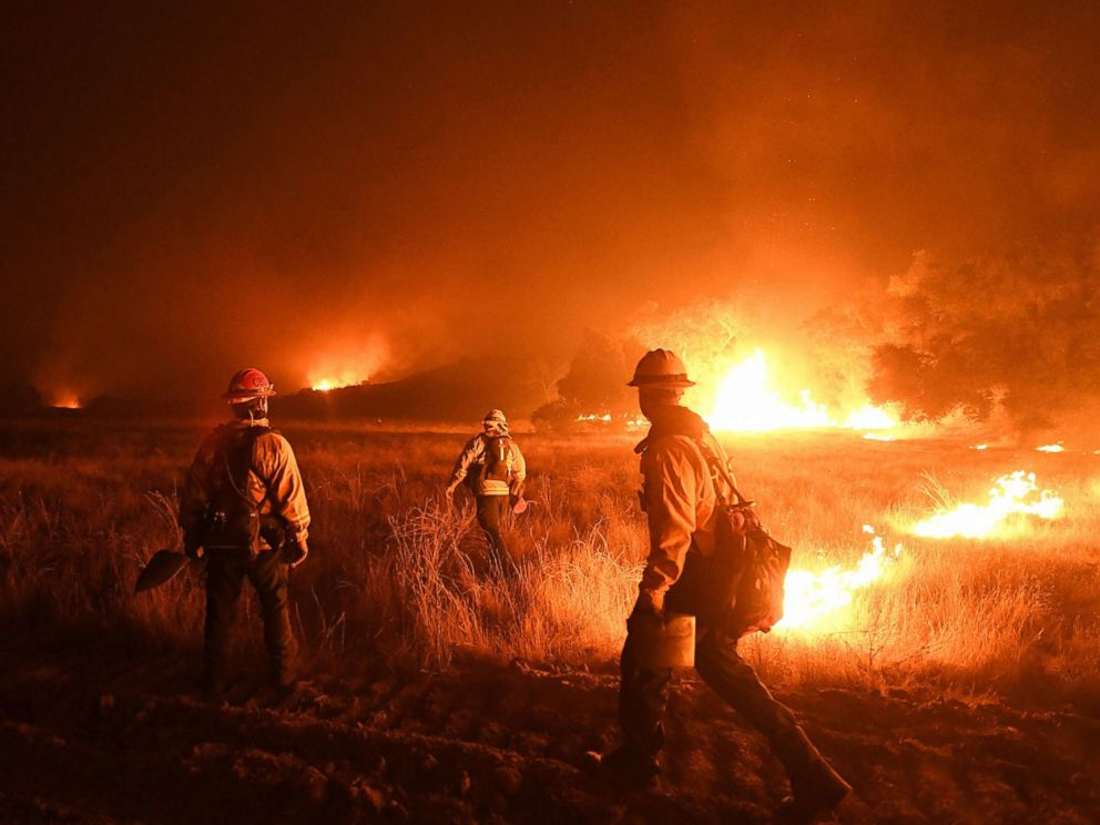 PHOTO: Firefighters light backfires as they try to contain the Thomas wildfire which continues to burn in Ojai, Calif., Dec. 9, 2017.