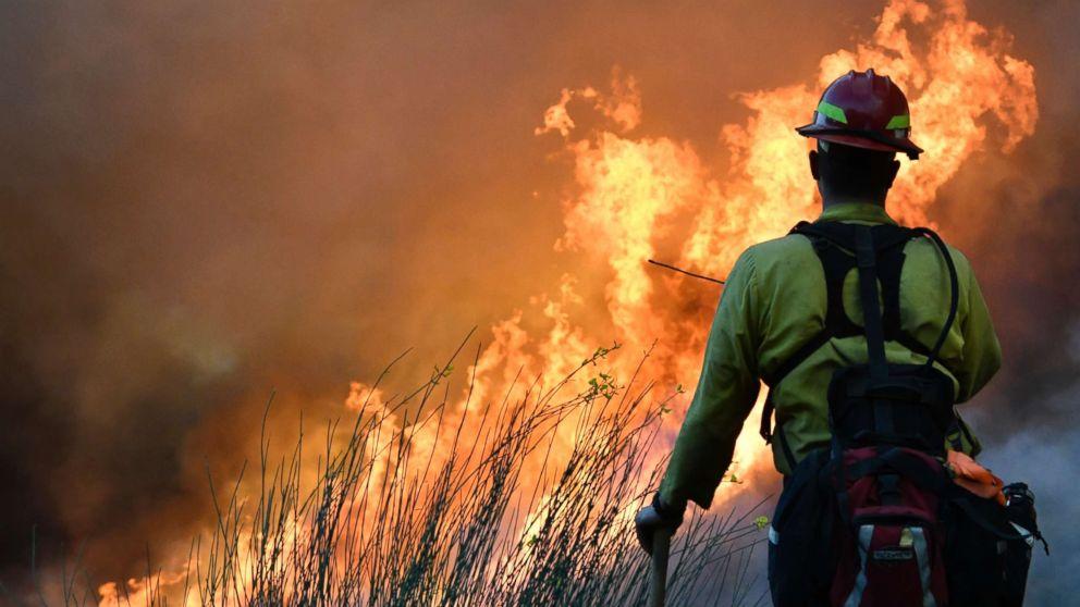 http://a.abcnews.com/images/US/california-fires-gty-jt-171210_16x9_992.jpg