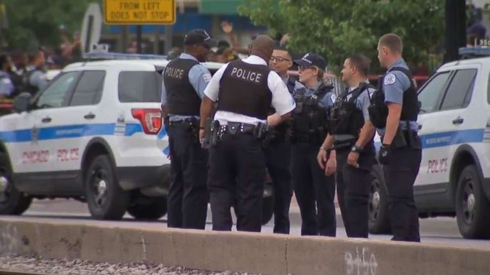 http://a.abcnews.com/images/US/chicago-shooting-investigation-wls-mo-20180715_hpMain_16x9_992.jpg