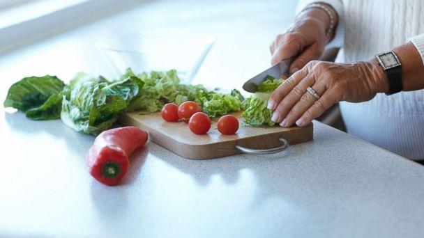 http://a.abcnews.com/images/US/cutting-romaine-lettuce-gty-mem-180426_hpMain_16x9_608.jpg