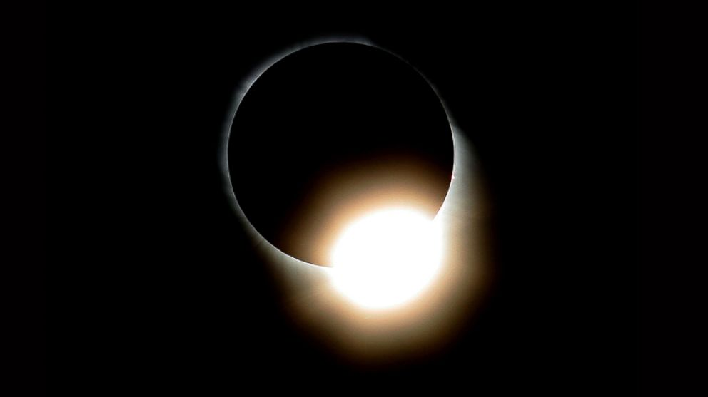 http://a.abcnews.com/images/US/diamond-ring-total-eclipse-gty-jt-170816_v4x3_16x9_992.jpg