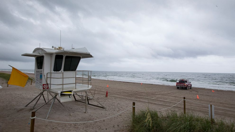 http://a.abcnews.com/images/US/empty-beach-alberto-ap-mo-20180526_hpMain_16x9_992.jpg