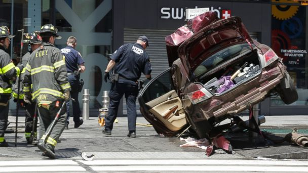 PHOTO: Emergency workers examine the scene after a vehicle struck several pedestrians in Times Square, New York, May 18, 2017.