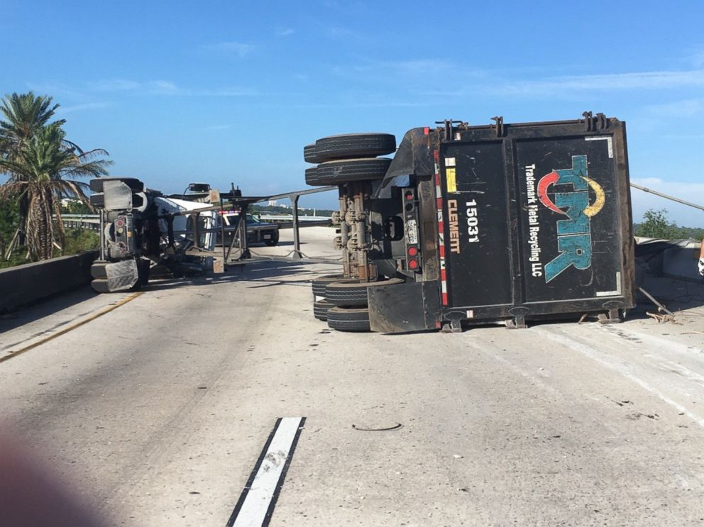 Minivan crushed by pipe lost by semi in Orlando
