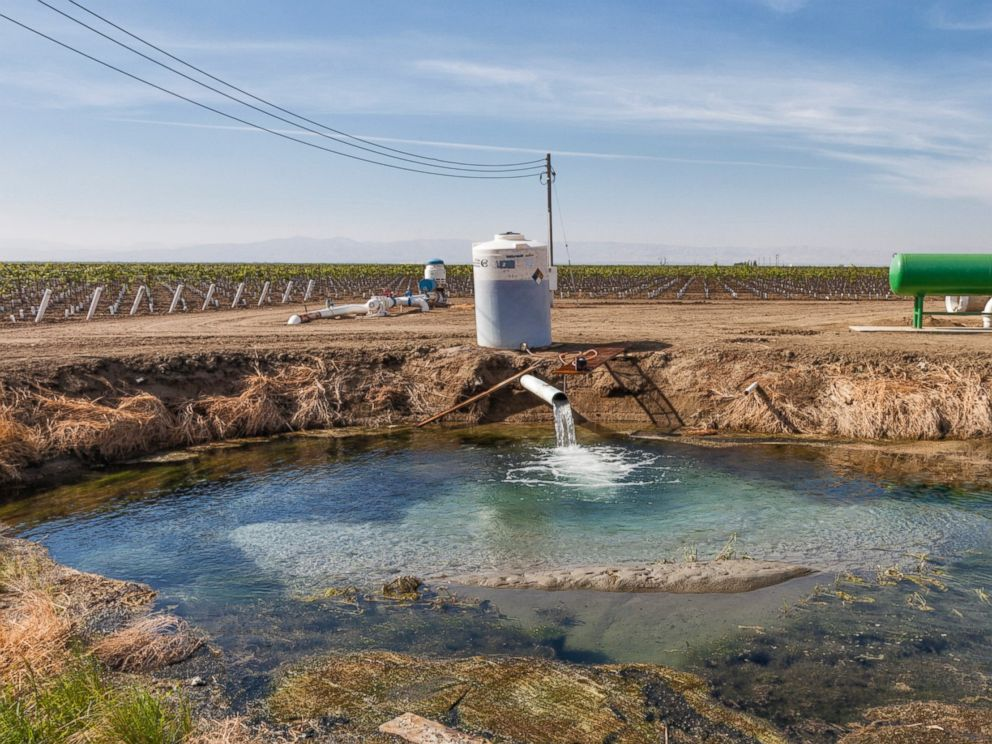 PHOTO: A groundwater well pumps water into holding pond at a family winery in the San Joaquin Valley, Calif., Nov. 4, 2014.
