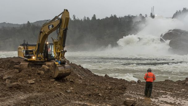 PHOTO: Work continues along the riverbank across the damaged spillway at Oroville Dam, Feb. 17, 2017, in Oroville, California.