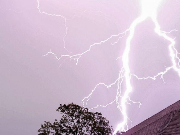 1 man killed, another injured in Florida lightning strike, authorities say