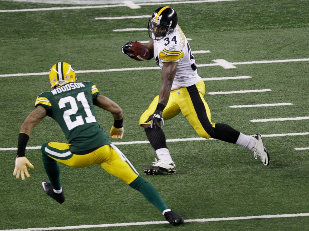 PHOTO: Rashard Mendenhall #34 of the Pittsburgh Steelers runs down field against Charles Woodson #21 of the Green Bay Packers during Super Bowl XLV at Cowboys Stadium on Feb. 6, 2011 in Arlington, Texas.