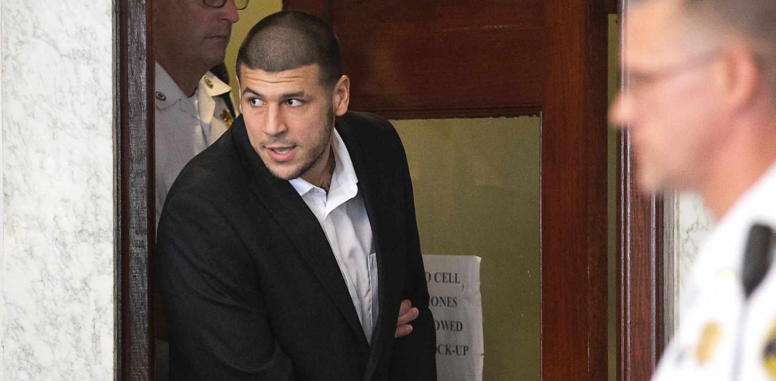 PHOTO: Aaron Hernandez enters courtroom