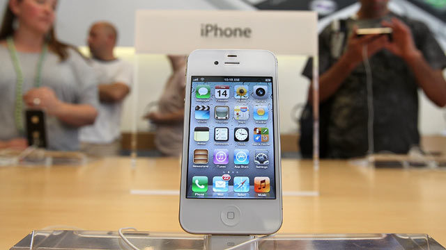 PHOTO: The new Apple iPhone 4Gs is displayed at an Apple store, San Francisco, California, Oct. 14, 2011.