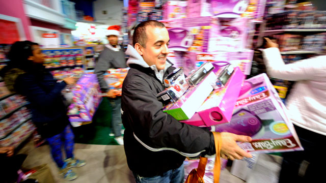 """PHOTO: Black Friday Midnight Openings Prove """"Well Worth It"""" for Retailers"""