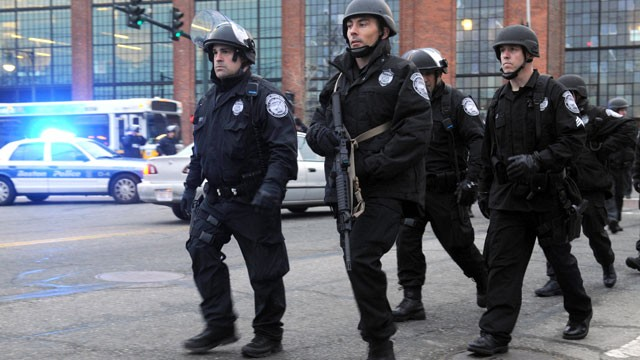 PHOTO: Police on School and Walnut Street on April 19, 2013 in Watertown, Mass..