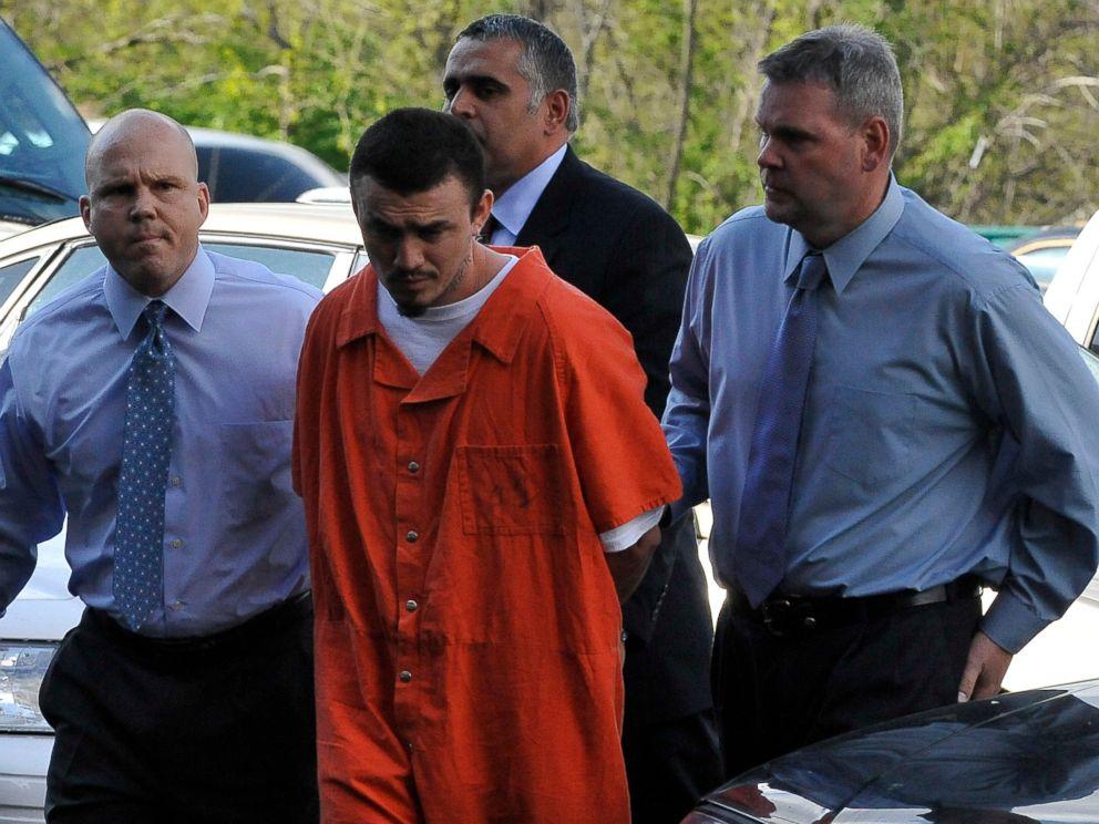 PHOTO: Ingmar Guandique is escorted to the Violent Crimes Unit in Washington, April 22, 2009.