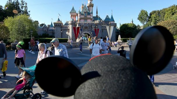 gty disneyland wy 131018 16x9 608 Instant Index: Military Father Surprises Family at Disneyland