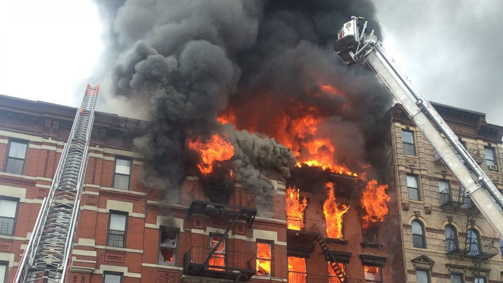 Building On Fire : Nyc building fire restaurant owner smelled gas before