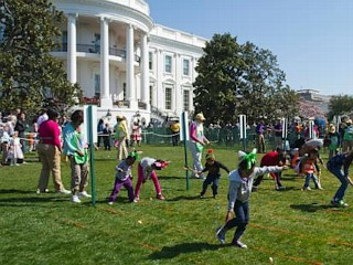 Photos: Children Race to Roll Eggs at the White House