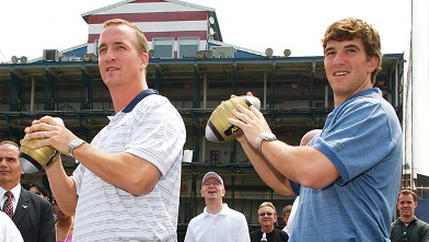 PHOTO: Eli and Peyton Manning
