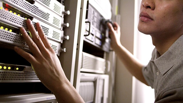 PHOTO: The FBI is shutting down temporary internet servers, leaving unsuspecting malware-infected individuals without internet.