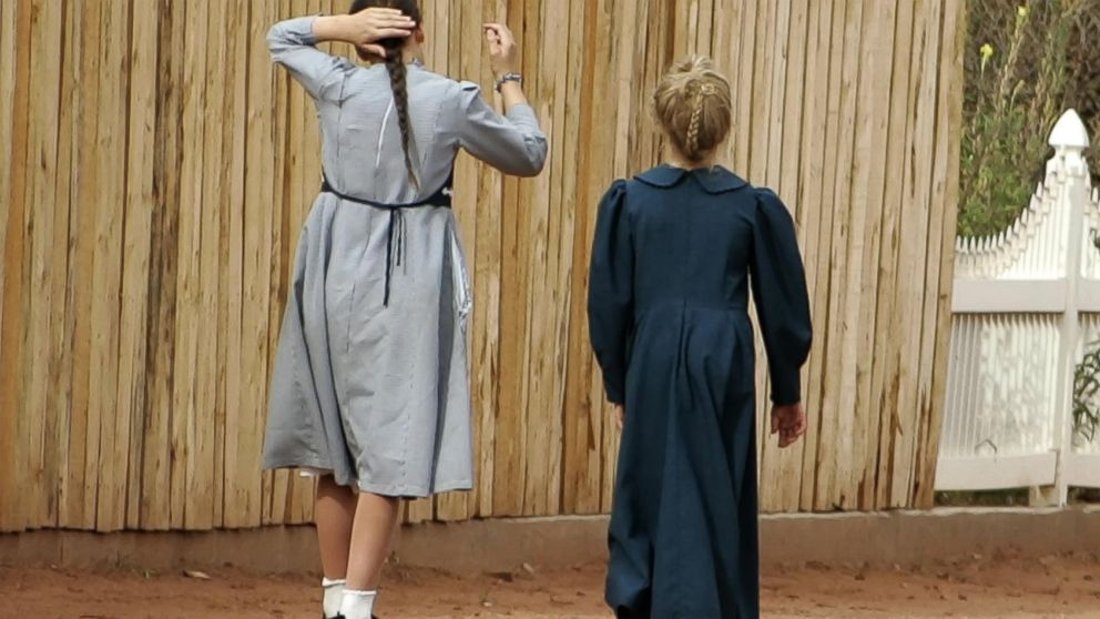 PHOTO: Two girls walk down a street Sept. 6, 2006 in Hildale, Utah.
