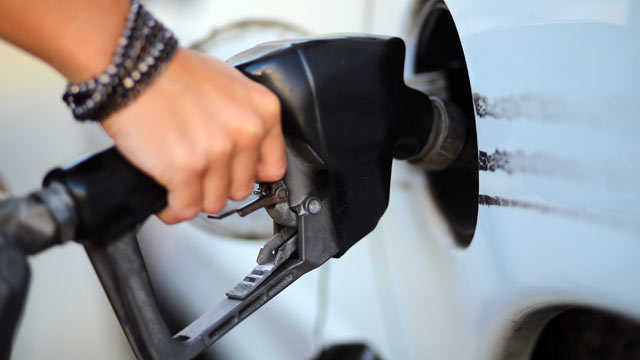 PHOTO: The Environmental Protection Agency announced a proposal for new standards for cars and gasoline, causing a backlash by the oil industry who claims the change will cost drivers more at the pump.