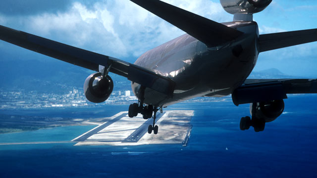 PHOTO: An airliner approaches Honolulu International Airport in this file photo.