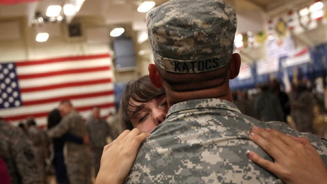 PHOTO: Soldiers reunite with family after returning from Iraq