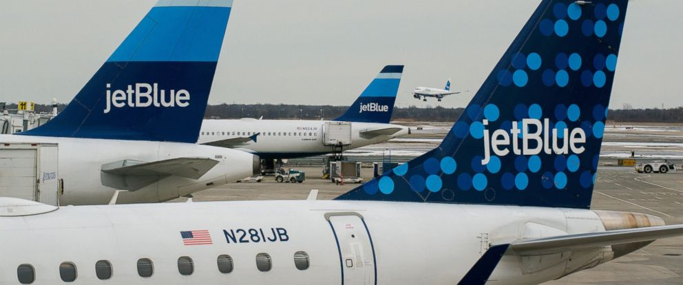 PHOTO: JetBlue Airways Corp. planes sit at John F. Kennedy International Airport in New York on Jan. 28, 2014.