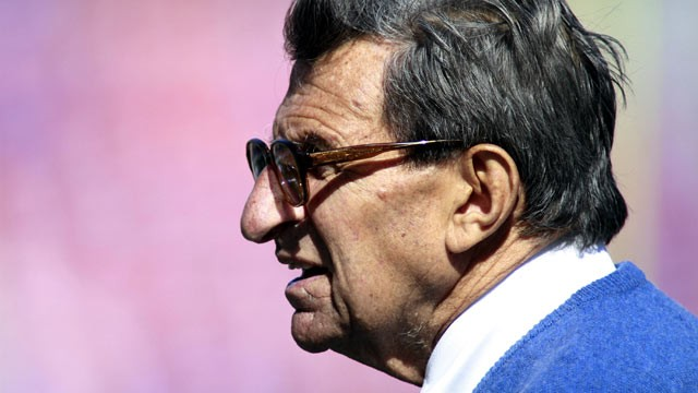 PHOTO: Head coach Joe Paterno of the Penn State Nittny Lions prepares to play the Florida Gators prior to the Outback Bowl at Raymond James Stadium on January 1, 2011 in Tampa, Florida.