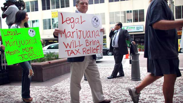 PHOTO: People march in support of the Florida Attorney General candidate, Jim Lewis, who is running on a platform of legalizing marijuana, Oct. 12, 2010 in Fort Lauderdale, Florida.