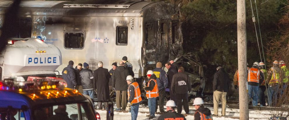 PHOTO: Transit workers and police investigate a Metro-North train crash on Feb. 3, 2015, in Valhalla, N.Y.