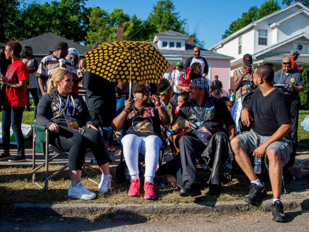 PHOTO: People sit on lawn chairs outside boxing legend Muhammad Alis childhood home while waiting to pay their respects during a funeral procession on June 10, 2016 in Louisville, Kentucky.