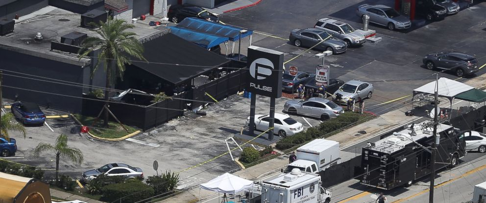 PHOTO: Law enforcement officials investigate after a mass shooting at the Pulse gay nightclub, June 15, 2016 in Orlando, Fla.