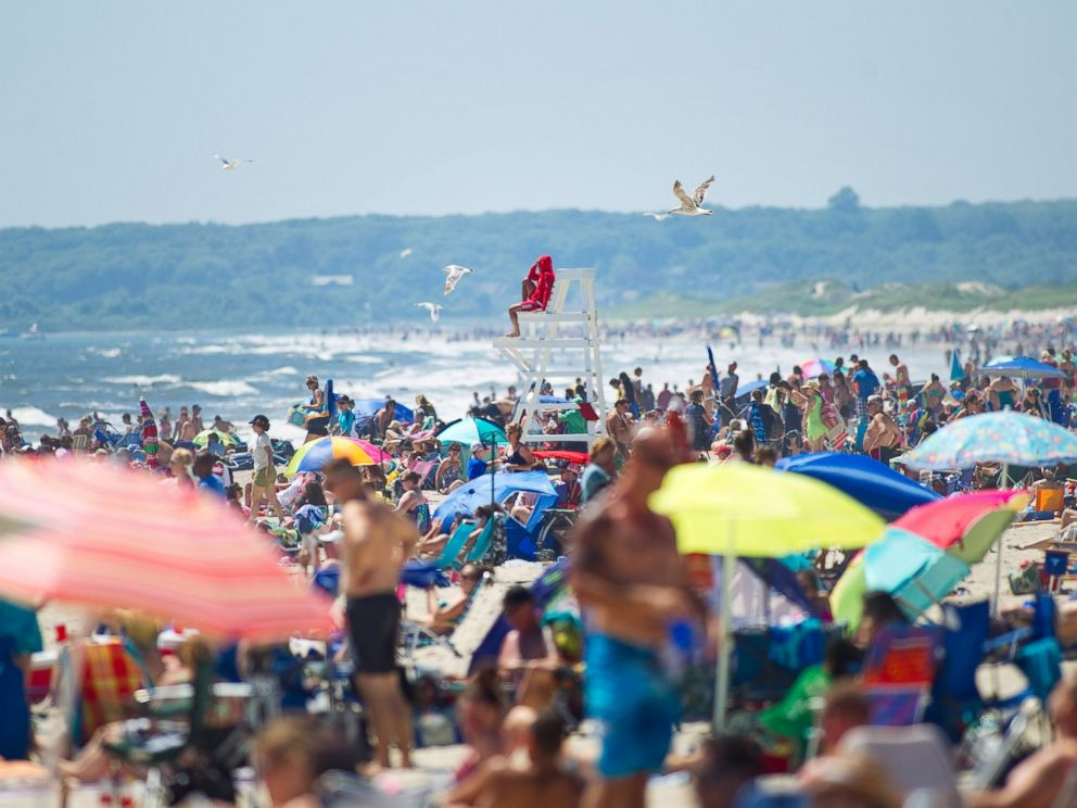 PHOTO: Beachgoers enjoy the weather at Horseneck Beach in Westport, Mass. on July 6, 2014.