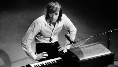 Legendary Doors Keyboardist Dead at 74