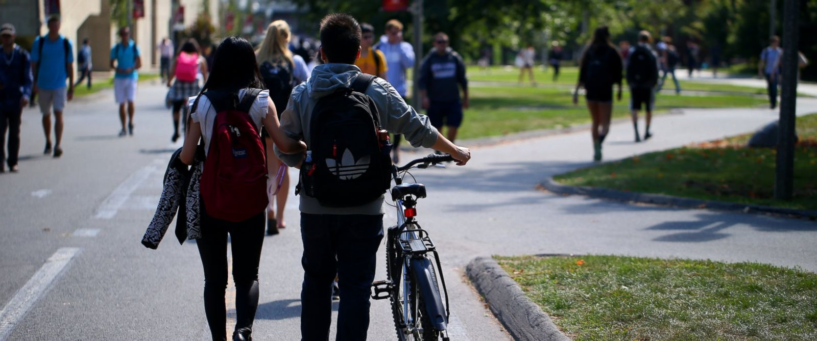 PHOTO: Students on the campus of UMass Amherst, Sept. 17, 2014.