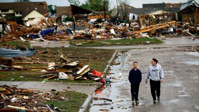 PHOTO: A woman and young boy walk along a street, May 21, 2013, in Moore, Okla.