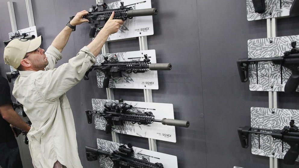 http://a.abcnews.com/images/US/gun-show2-gty-mem-171003_16x9_992.jpg