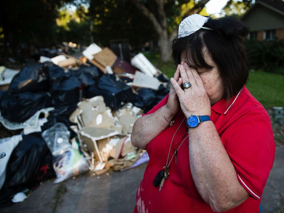 Houston Christmas Tree Pickup Part - 22: PHOTO: Peggy Lanigan Pauses During The Aftermath Of Hurricane Harvey In  Houston, Sept.