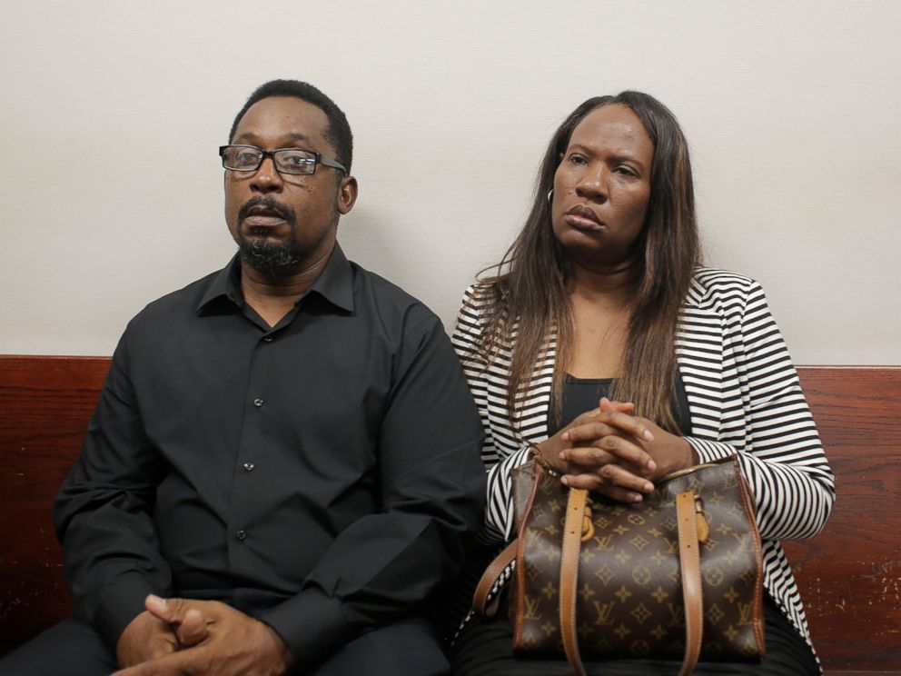 PHOTO: Howell Donaldson Jr., left, and his wife, Rosita the parents of Seminole Heights murder suspect Howell Donaldson III, appear in court at the Hillsborough County Courthouse in Tampa, Fla., Dec. 7, 2017.