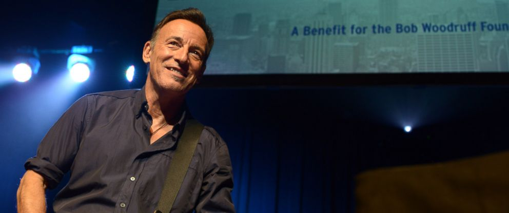 PHOTO: Bruce Springsteen performs at 9th Annual Stand Up for Heroes event.