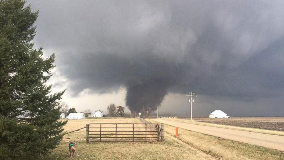 http://a.abcnews.com/images/US/ht-tornado-illinois-mt-170228_16x9_992.jpg