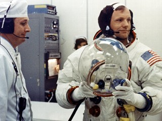 Neil Armstrong Has Private Memorial