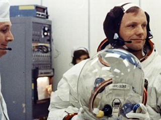 Photos: Neil Armstrong Dead at 82