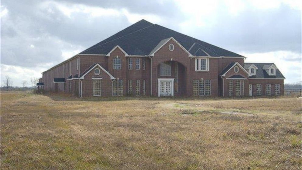 Everything\'s Bigger in Texas: 46-Bedroom Mansion Hits the Market ...