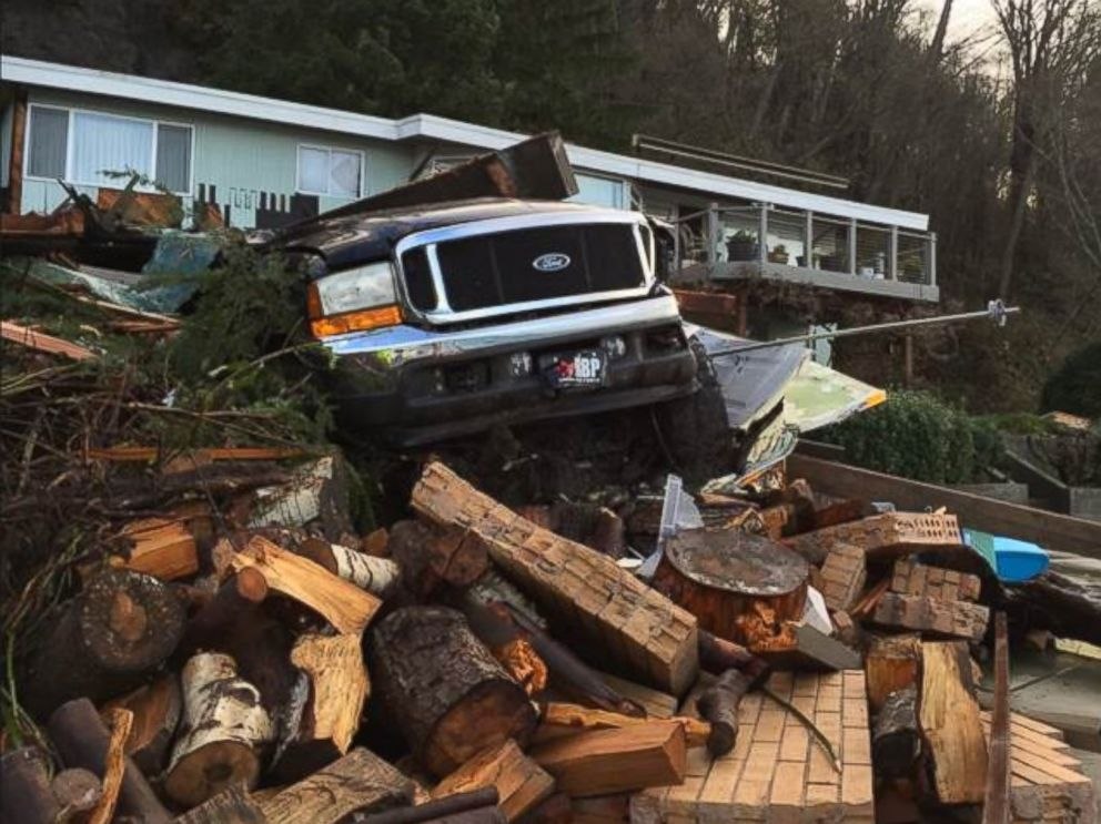 PHOTO: Mudslide damage in Burien, Wash. on Dec. 9, 2015.