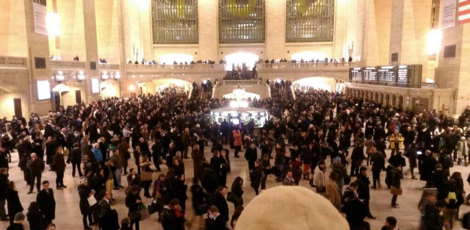 PHOTO: Commuters packed Grand Central Terminal Thursday. Jan. 23, 2014 after a computer glitch shut down all Metro-North trains.